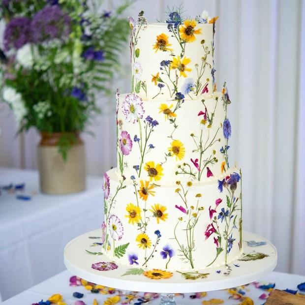 torta di matrimonio con fiori